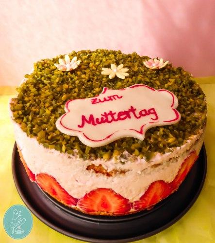 Torte-Muttertag-Erdbeere-Anne-Nashed